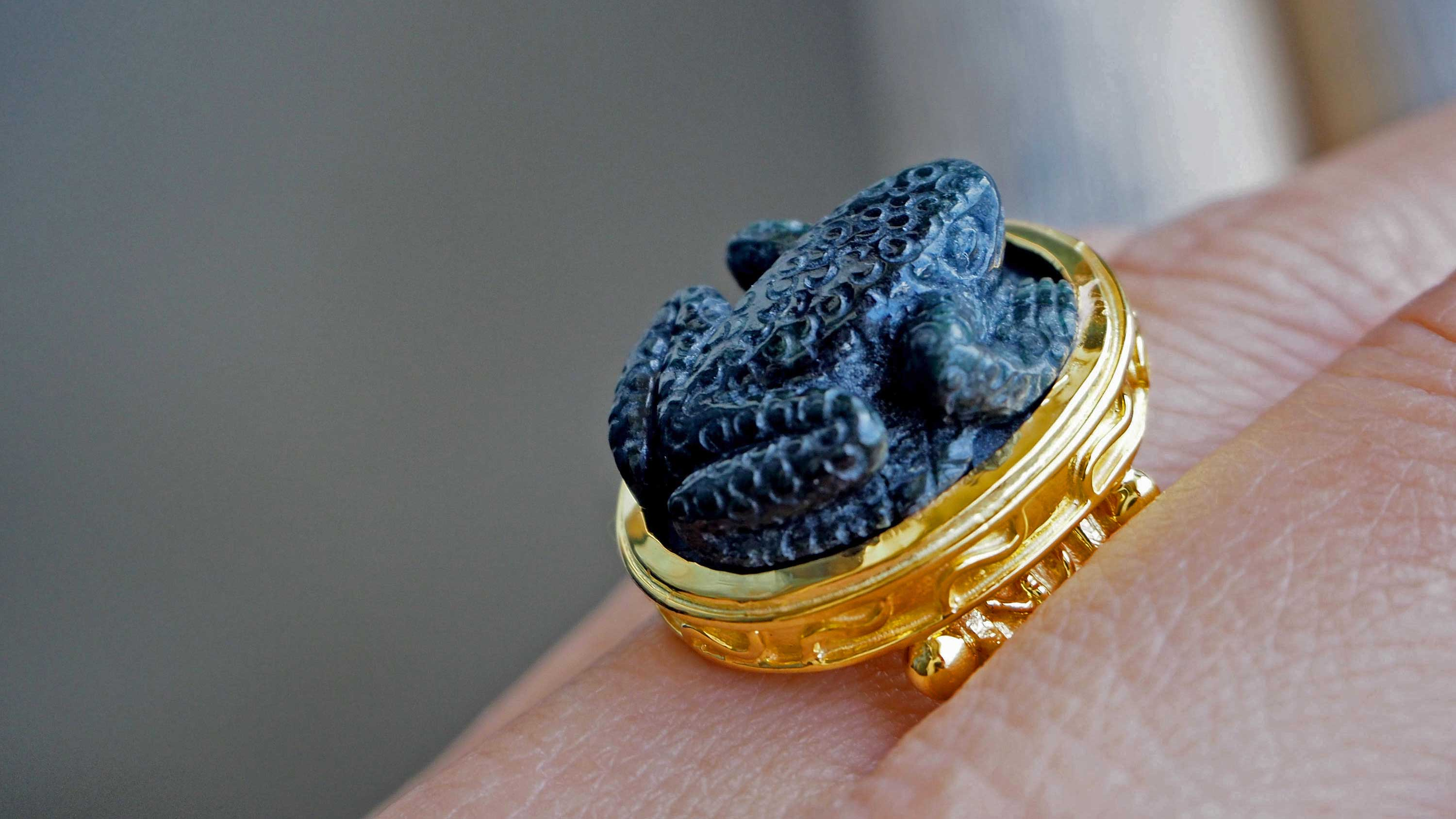 Black Onyx Frog ring - Byzantine - gold