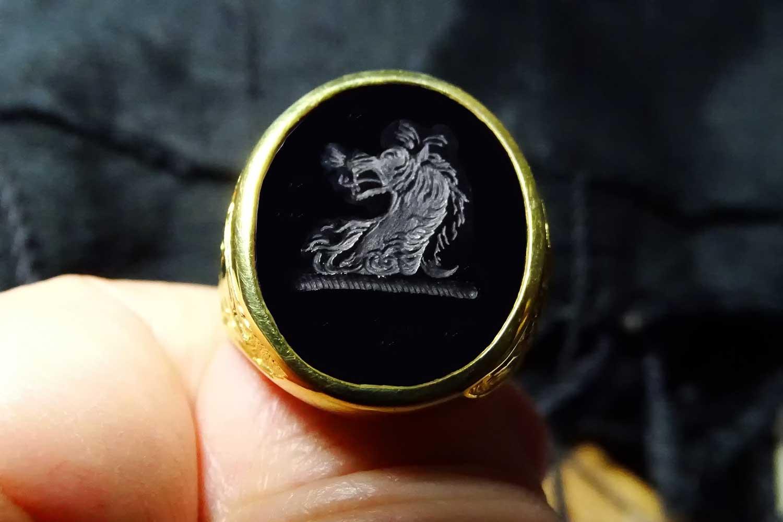 Black onyx lion ring