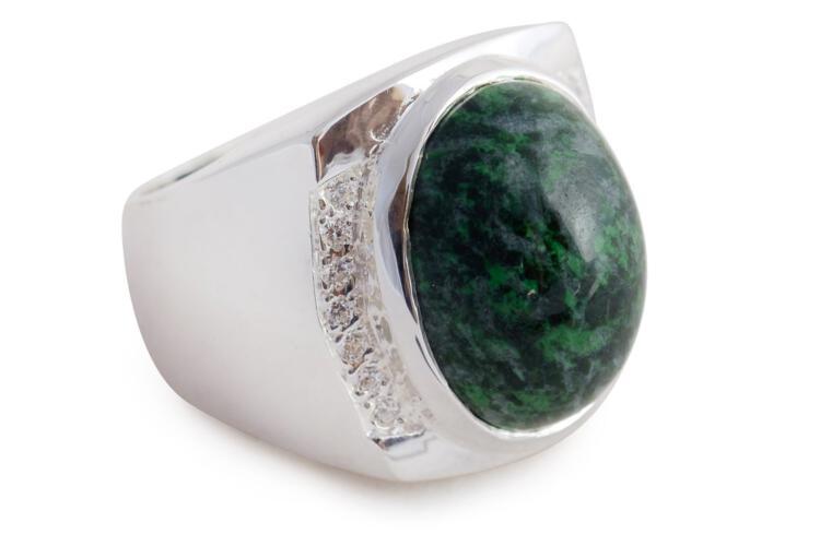 Jade Ring Superb Cabochon Stone Gemstones Inset Sterling Silver 925