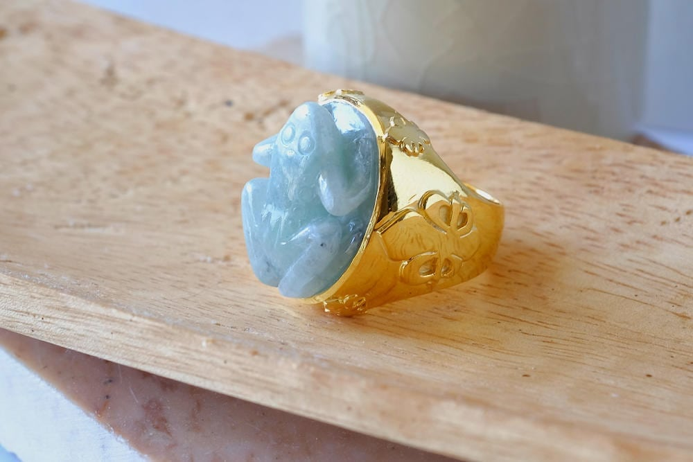 carved jade frog ring - Regnas Jewelry