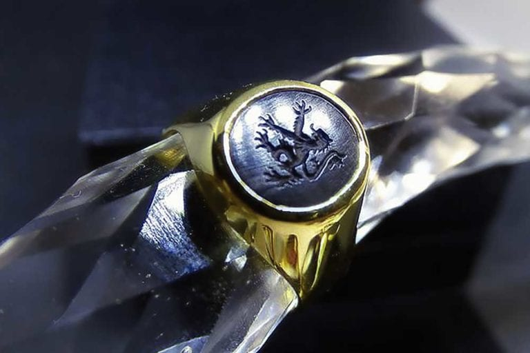 Gold lion signet ring