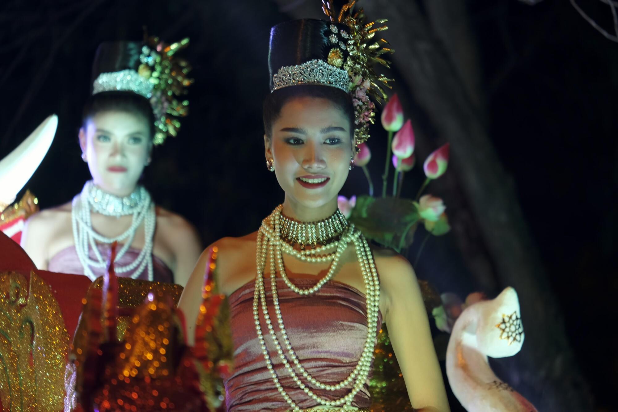 loy Krathong parade