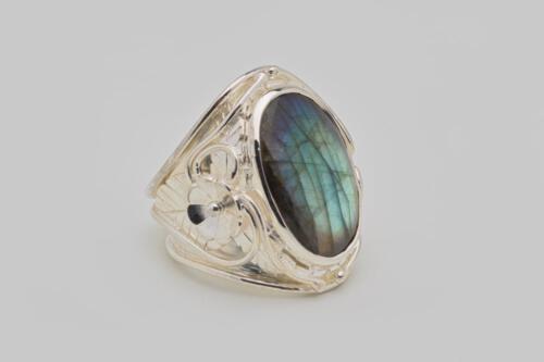 Labradorite Cabochon Ring - Regnas Sterling Silver