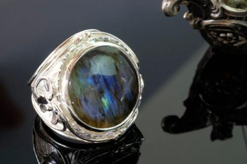 Large Round Labradorite Ring - Art Deco Shoulders - Sterling Silver 925.